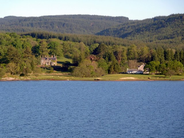 Rubha Riabhach and houses from West Loch Tarbert