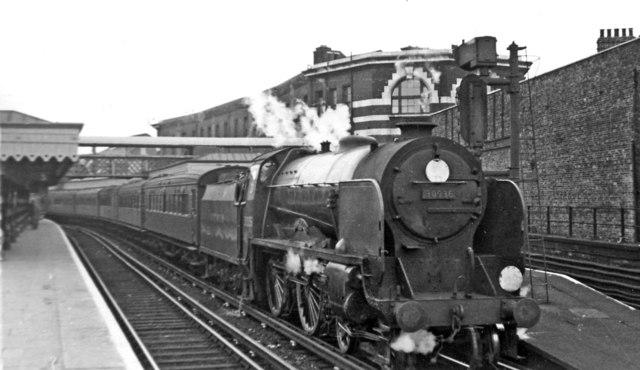Charing Cross - Hastings express at London Bridge