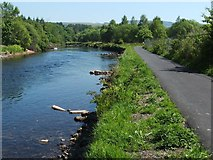 NS3977 : Weirs on the River Leven by Lairich Rig