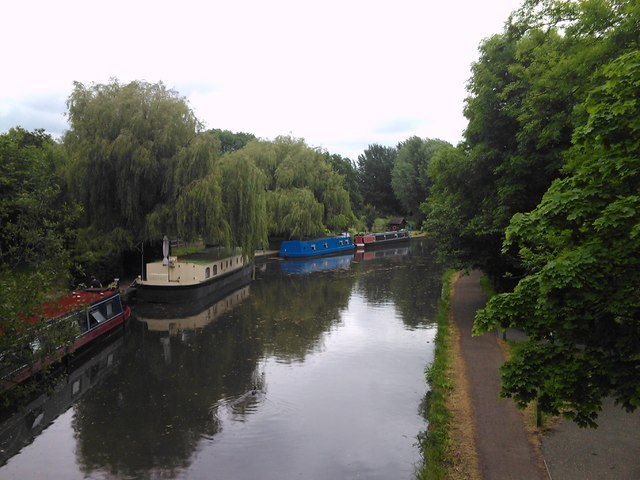 View along the Grand Union Canal from the Horsenden Lane footbridge