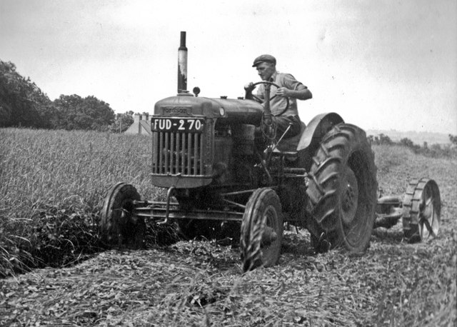 Working in the fields at Over Worton in 1948