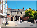 SU4829 : Kingsgate and St Swithun's Chapel by Des Blenkinsopp