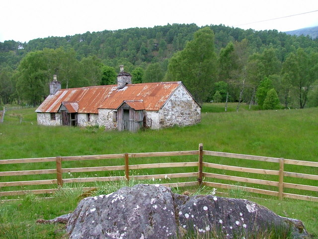 Derelict cottages at Fasnakyle