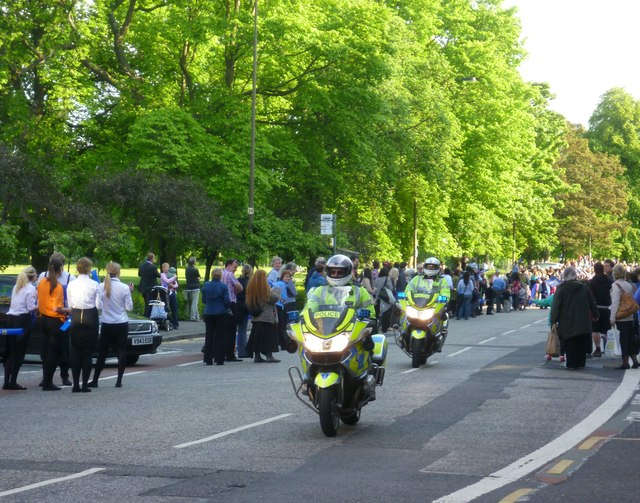 Waiting for the torch, Bruntsfield Place