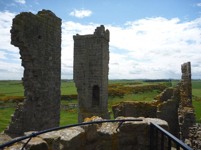 Coastal Northumberland : Dunstanburgh Castle