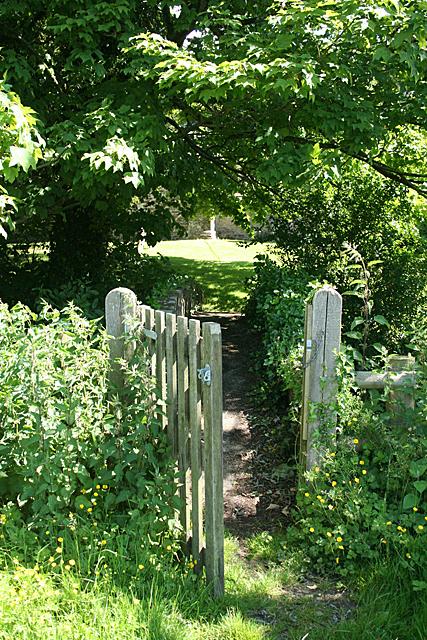 Stockwood: entrance to St Edwold's churchyard