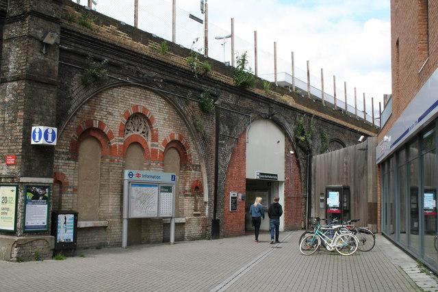 Peckham:  Queens Road station
