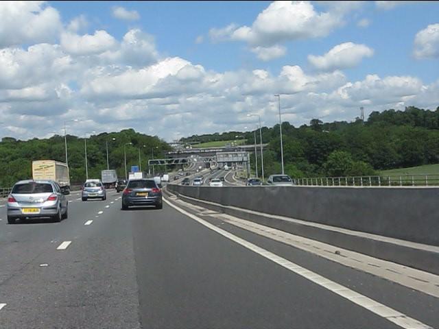 M25 motorway crosses the A413