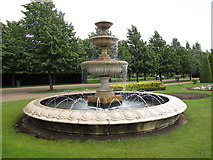TQ2882 : Regents Park: fountain in The Avenue by Stephen Craven