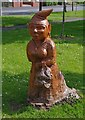 SO8478 : Carving of a figure in Broadwaters Park, Stourbridge Road, Broadwaters, Kidderminster by P L Chadwick
