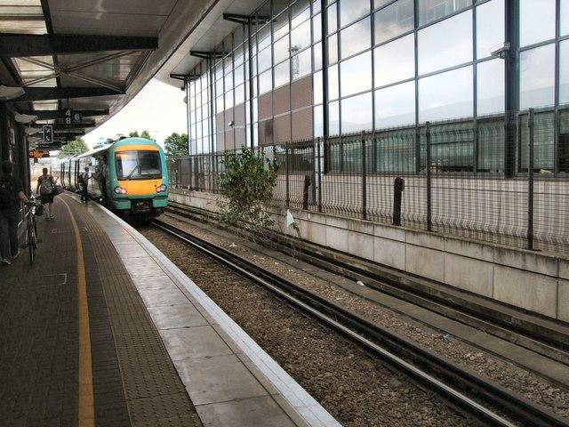 Train At Ashford International Station 169 Paul Gillett Cc