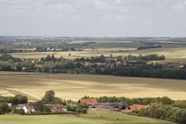 View past Streatley Farm