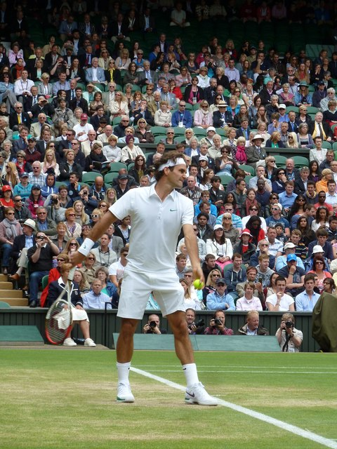 Roger Federer about to serve on Centre Court