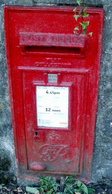 Wall-mounted George VI postbox, Cwmavon
