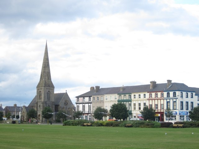 Houses and businesses facing Silloth Green
