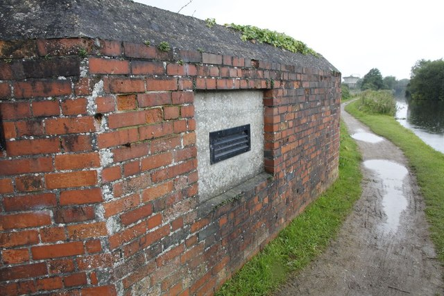 Embrasure by the canal
