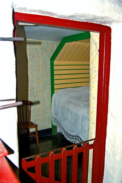 Bunratty Park - Site #7 - Shannon Farmhouse Bedroom