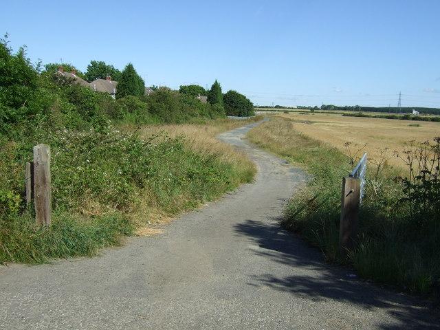 Farm track off Moorland Avenue