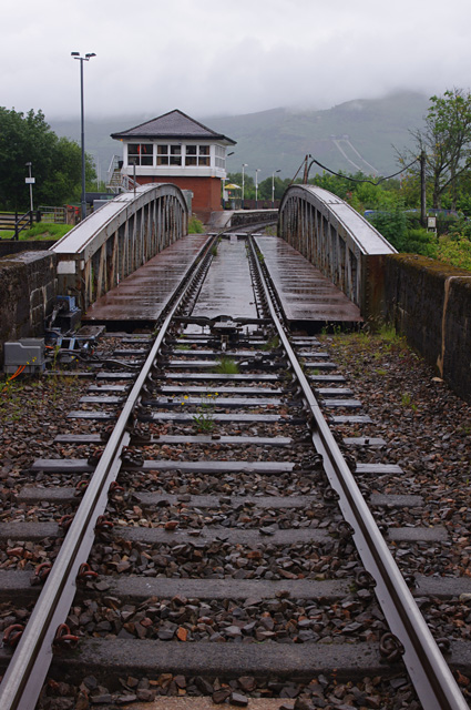 Nn >> Railway swing bridge and signal box,... © Ian Taylor :: Geograph Britain and Ireland