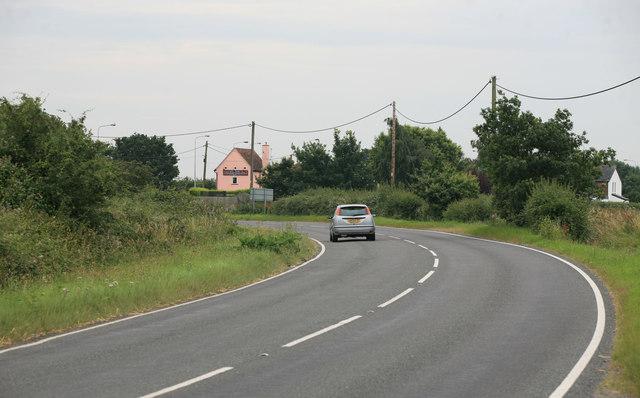 The B1035 looking towards Horsley Cross