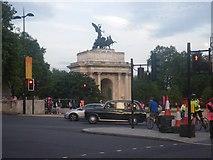TQ2879 : Monument scene at Hyde Park Corner by C Michael Hogan