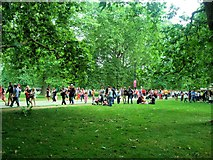 TQ2880 : A busy afternoon in Hyde Park by Paul Gillett
