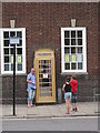 TA0928 : A golden telephone kiosk on Market Place, Hull by Ian S