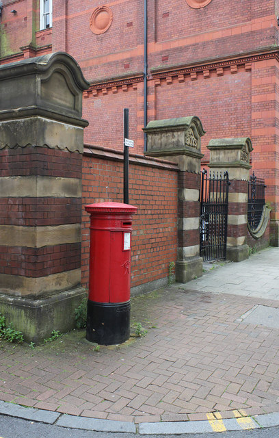Bihe Great Moor Street postbox (ref. BL1 127)