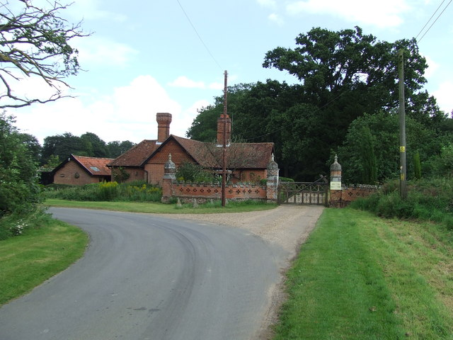 Thelveton Hall Gate House