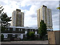 TQ3983 : Housing near Manor Road by David Anstiss