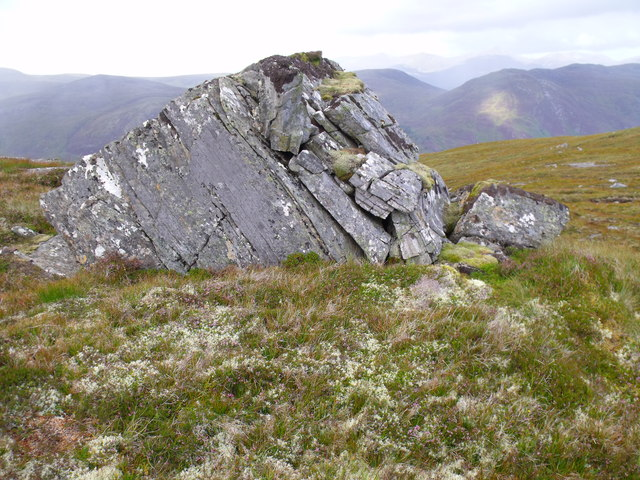 Weather-shattered erratic on Carn Loch na Gobhlaig above Glen Cannich, Inverness