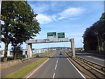 NT1772 : Sign gantry over A8 at Gogar by David Smith