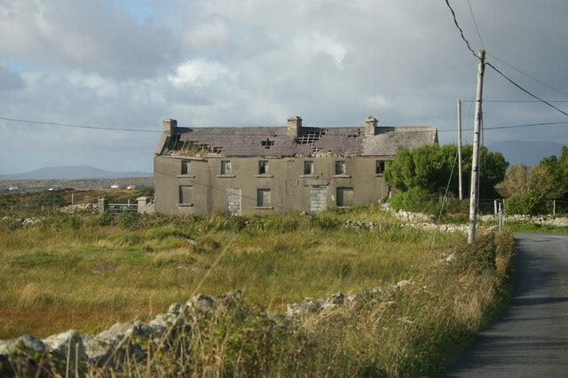 Derelict farmhouse near Maíros