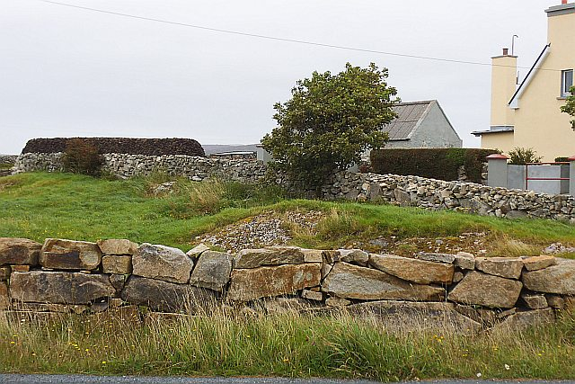 Turf stack beside house north of R340 - Rusheennamanagh Townland