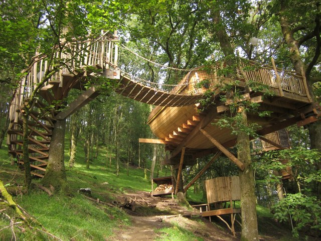 Treehouse near Cemmaes