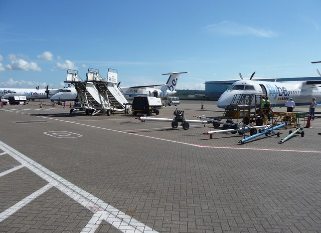 Southampton Airport : Parked Planes