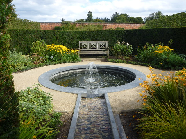 The Alnwick Garden : A Private Circle In The Walled Garden