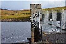 NH3370 : Intake tower, Loch Glascarnoch by Jim Barton