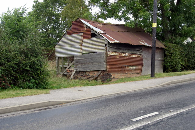 Dilapidated shed by Ernie Ridgeway
