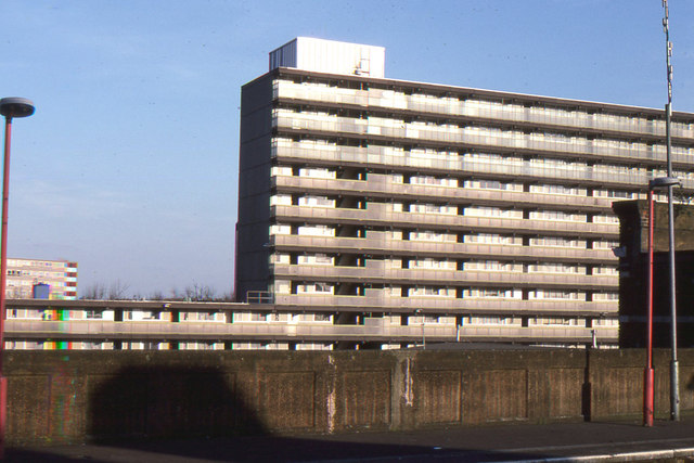 Heygate Estate from Elephant & Castle station, 1995