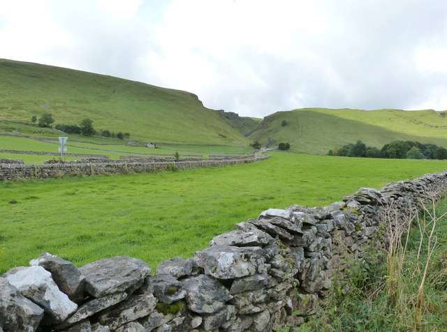 View from Buxton Road near its junction with Arthur's Way, Castleton
