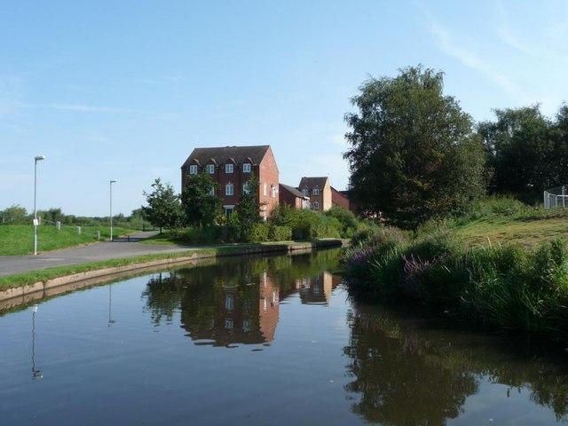 New canalside housing on Alder Avenue [1]