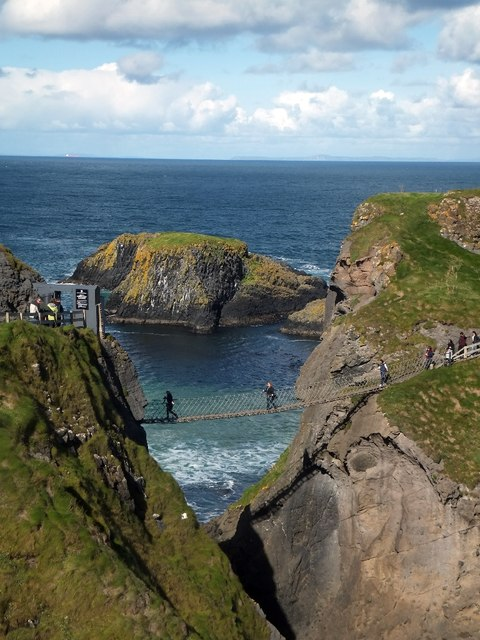 The tourist picture of Carrick-a-Rede bridge