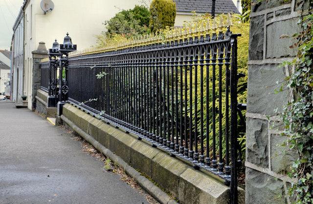 Church railings and gate, Ballynahinch (1)