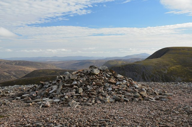 Eastern cairn, Geal-charn summit