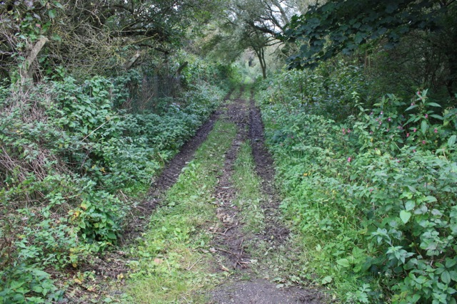 Footpath from Acres Hall to Hough Side Road