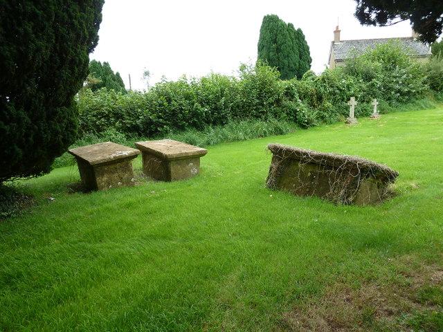 St Mary, Melbury Bubb: churchyard (L)