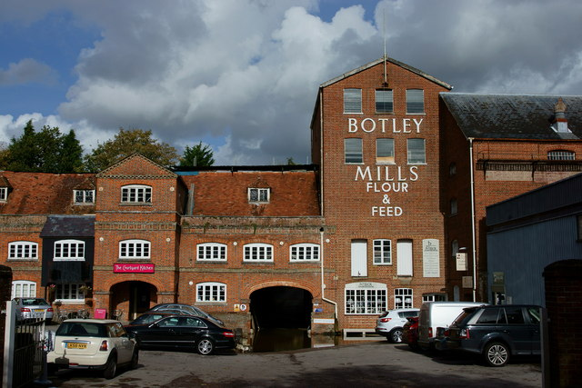 Botley Mills, Botley, Hampshire © Peter Trimming cc-by-sa ...