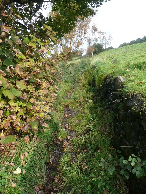 A narrow part of Hebden Royd Footpath 67