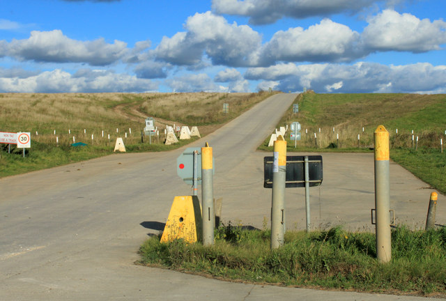 2012 : Crossing posts near the A360
